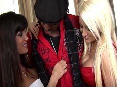 El negro tiene faena con Lisa Ann y con Jacky Joy - Interracial