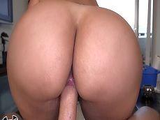 La empleada cubana que limpia se lleva una buena propina.. - Cerdas