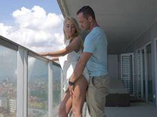 Mi cuñado me mete mano en la terraza, que locura !! - Anal