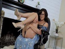 Mi tía me mandó este vídeo erótico suyo tocándose.. - Masturbaciones