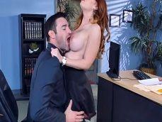 La secretaria se planta en mi despacho, quiere que me la folle.. - Secretarias