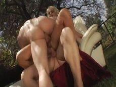 Madura adinerada disfrutando de un trío con doble penetración - Pornhub