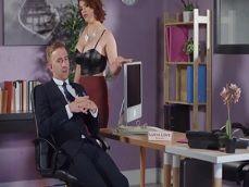 La secretaria le pide un aumento de sueldo.. Vamos a ello.. - Secretarias