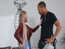 La milf Casca Akashova prueba la polla del negro Ricky Johnson - Interracial