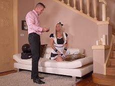 Nada como tener una empleada del hogar tan cachonda.. - Cerdas
