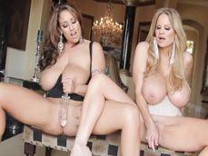Las maduras Kelly Madison y Eva Notty se masturban juntas - Masturbaciones