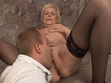 La abuela estaba como loca por que la follara el nieto.. - Abuelas
