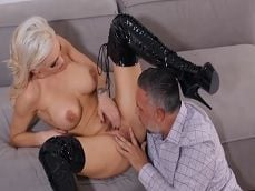 Kenzie Taylor se abre de piernas para Keiran Lee - Porno Gratis