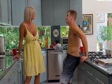 Me encuentro con el novio de mi hija en la cocina y uuuf! - Suegras