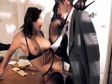Joder con el inspector, se la mete hasta el fondo a Anna Polina - Sexo Gratis