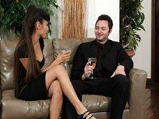 La viuda se pone a tontear con un amigo del difunto marido.. - Folladas