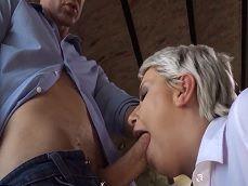 Madura comepollas haciendo horas extras con su jefe! - Beeg