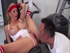 Alexis Fawx se pone en forma en el gimnasio, follando como una loca - Cerdas