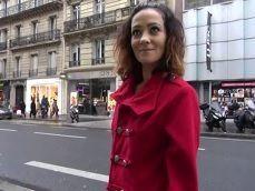 Nos llevamos a esta madura francesa al hotel para follar con ella - Amateur