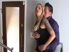 Nina Elle se pone cachonda cuando queda con Johnny Castle.. - Rubias