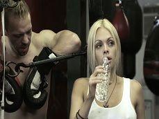 Los boxeadores se tienen muchas ganas.. Huele a sexo.. - Rubias