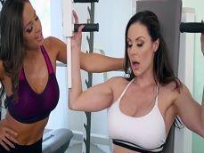 Después del gimnasio quieren pegar una buena follada en la ducha - Trios Porno
