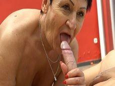 Madre mía con la vieja.. La mamada que le hace al nieto! - Toro Porno