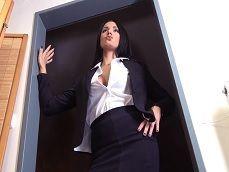 Le pilla la jefa como se estaba haciendo una paja el empleado.. - XXX