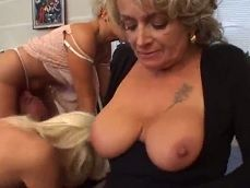 Mujeres casadas y muy golfas participando en una buena orgía - Orgias