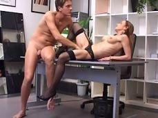 Llama a la secretaria para que vaya al despacho y no para trabajar - Mamadas