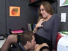 Pone los cuernos a su marido con un compañero de trabajo - Folladas