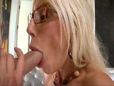 La diosa Puma Swede se folla a un compañero de trabajo - Actrices Porno